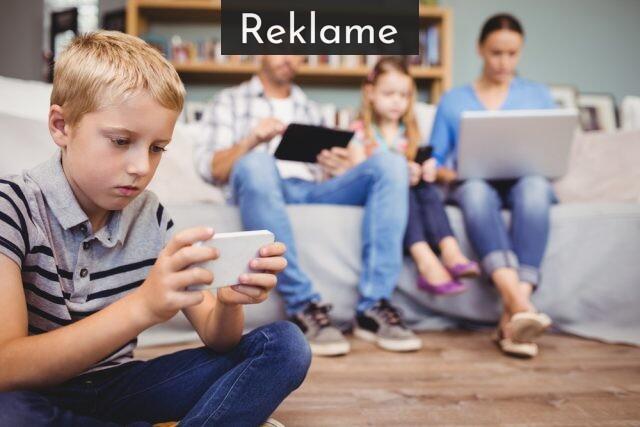 familie bruger mobiler
